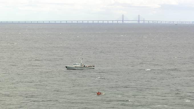Kim Wall eftersöks på söndagen med hjälp av både flygplan och dykare i vattnet utanför Köpenhamn. Foto: NEWCOPTER.DK