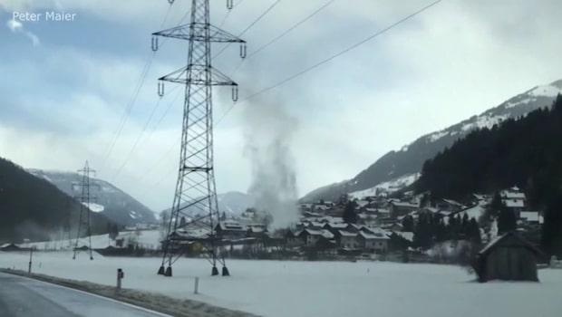 """Väderfenomenet """"gustnado"""" - fångades på video i Österrike"""