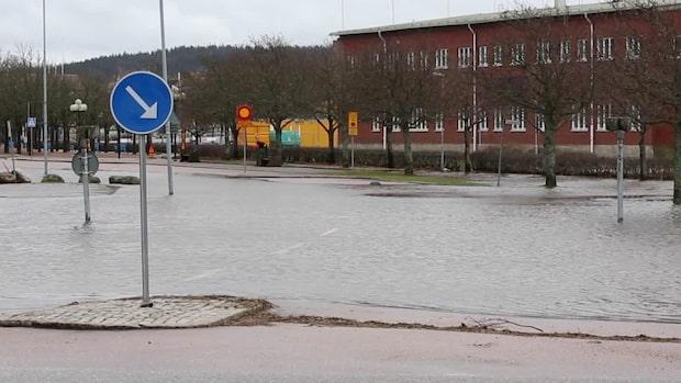 Se de kraftiga översvämningarna