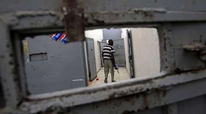 Khadaffi-trogna anklagas för att ha dödat mängder av fångar i tillfälliga fängelser. Bilden är från Abu Salim-fängelset där Khadaffi anklagas för massmord på fångar 1996. Foto: Sergey Ponomarev/AP