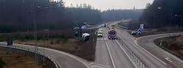 Sex personer till sjukhus  efter att minibuss vält