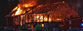 JUST NU: Våldsam  brand på bondgård