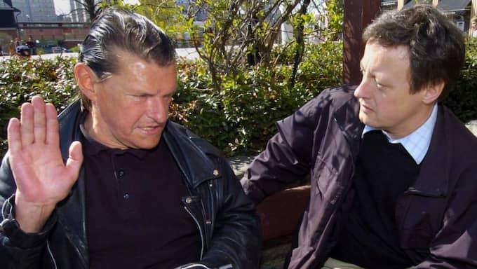 Nya uppgifter har de senaste dagarna kommit fram om mordet på statsminister Olof Palme för 29 år sedan. På bilden syns Christer Pettersson, som erkände mordet på Palme, tillsammans med Expressens reporter Tommy Schönstedt. Foto: Nils Petter Nilsson