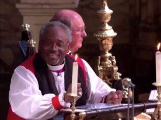 Här talar biskopen Michael Curry i kapellet