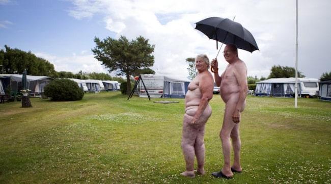 IngBritt Gustafsson och sambon Bertil Göransson tycker inte att det gör något om det regnar lite.