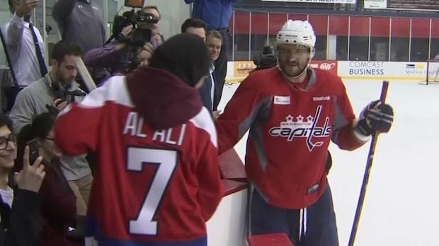 Här imponerar Fatima Al Ali på NHL-stjärnorna