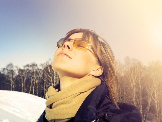 Vi får bland annat i oss D-vitamin via solen och i maten.