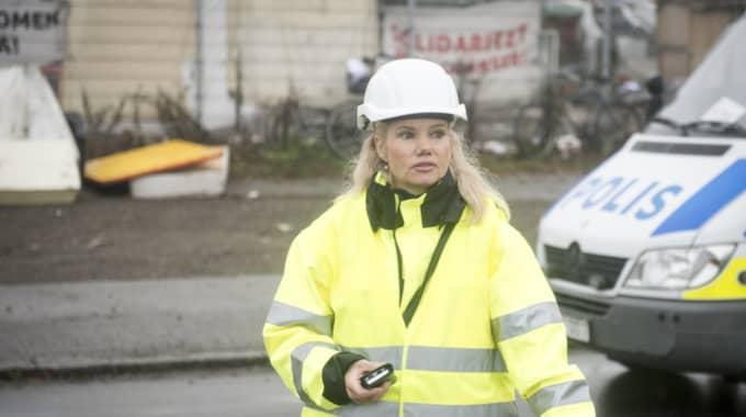 Jeanette Silow, avdelningschef Miljö- och hälsoskydd Malmö stad, i samband med avhysningen i höstas. Foto: Tomas Leprince