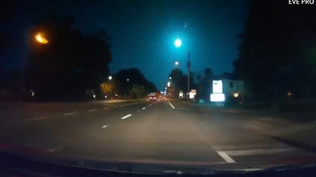 Se meteoriten som lyser upp natthimlen