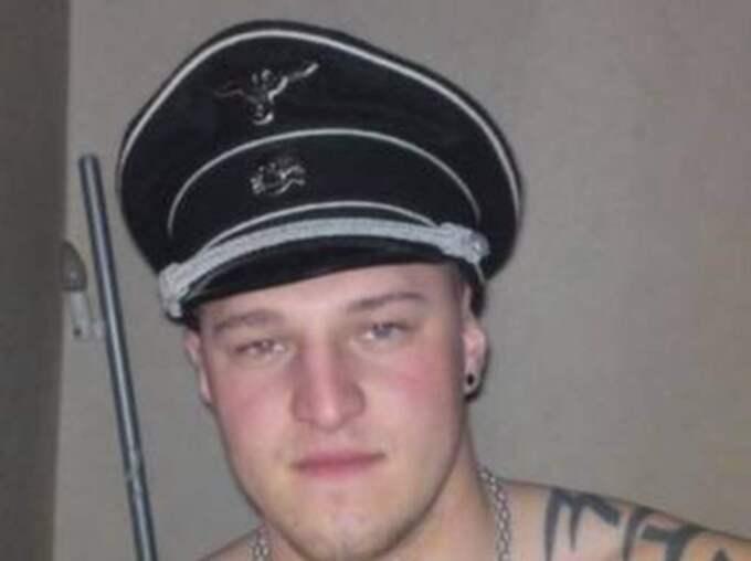 Robin Natzén (SD) uppmärksammades förra året då han poserade på bild med en nazistkeps.