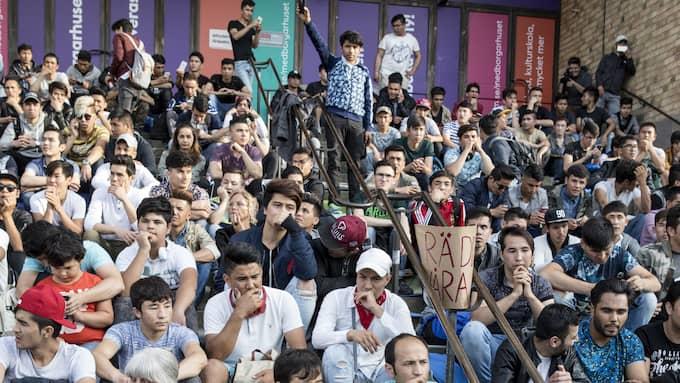 De afghanska ungdomarna har flyttat sin demonstration från Mynttorget i Stockholm till Medborgarplatsen. Foto: CHRISTINE OLSSON/TT