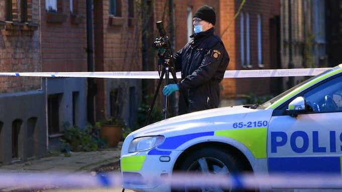 Polisen undersöker en plats i Malmö där en misstänt överfallsvåldtäkt inträffade i december. Foto: JOHAN NILSSON/TT / TT NYHETSBYRÅN