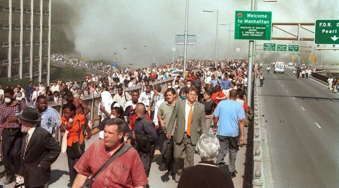 New Yorkbor flyr från de brinnande tvillingtornen den 11 september 2001 Foto: Daniel Shanken