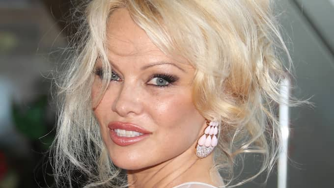 """Förre detta """"Baywatch""""-skådespelaren Pamela Anderson skriver en öppen kärleksförklaring på sin hemsida till Julian Assange. Foto: DENIS GUIGNEBOURG / BESTIMAGE / /IBL BEST IMAGE"""