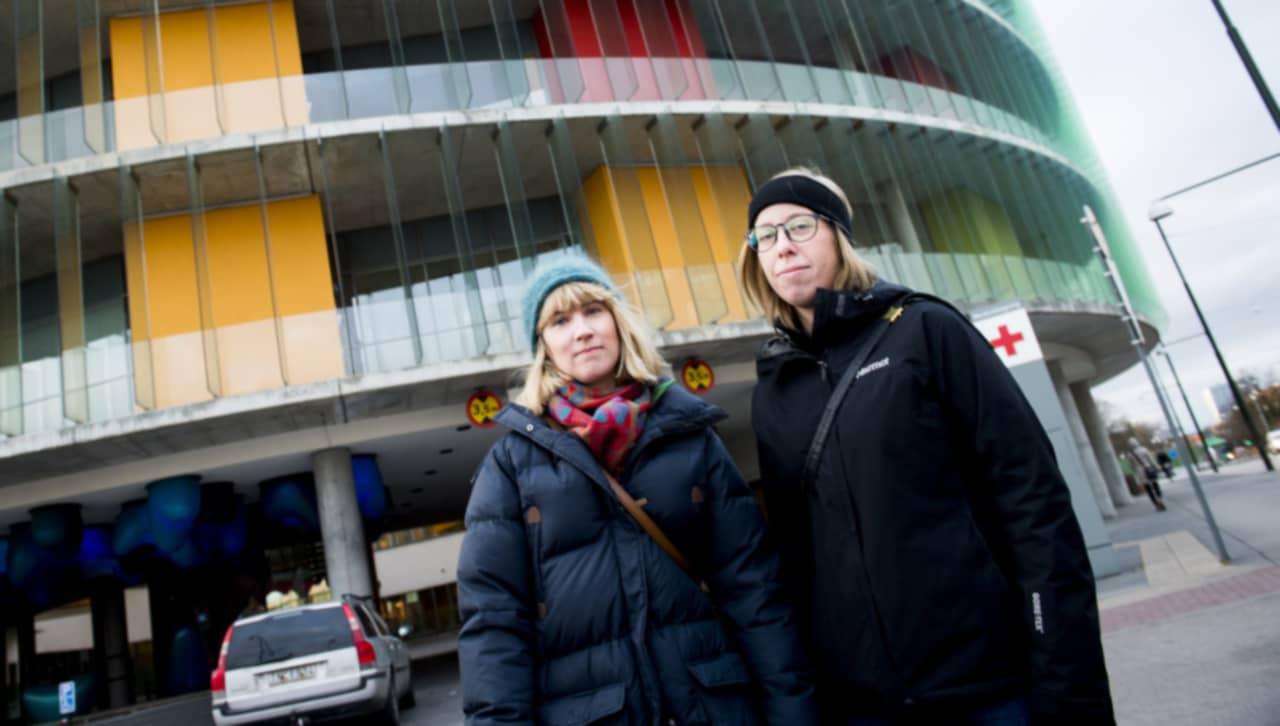 fantastiskt tik ansikte sittande i Malmö
