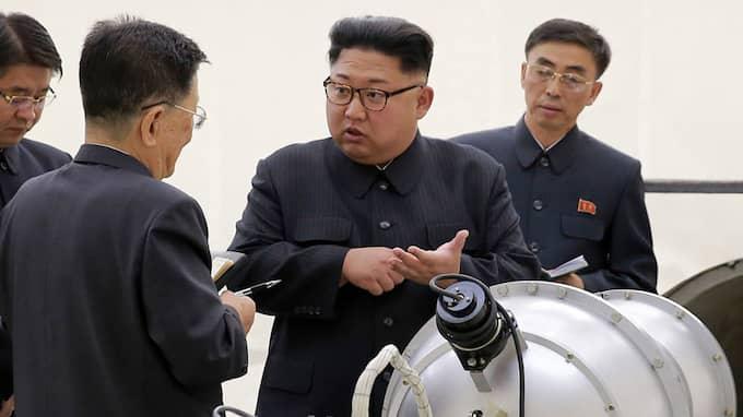 Kim Jon-Un riktar nu ett nytt hot mot Donald Trump. Foto: ????? / AP TT NYHETSBYRÅN