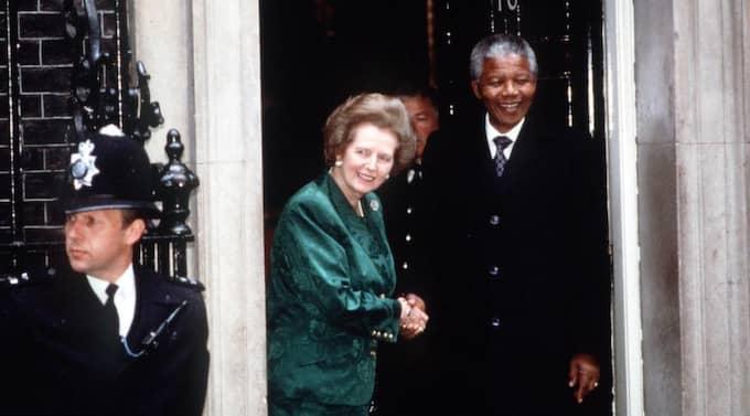 Margaret Thatcher möter Nelson Mandela strax efter han släppts 1990. Foto: Stewart Mark