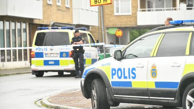 """""""Det hade kunnat handla om någon centimeter för att det skulle blivit mycket allvarligt"""", säger Nils Norling, presstalesperson vid polisen i Malmö, efter skjutningen – som polisen misstänker var ett misstag. Foto: / MIKAEL NILSSON"""