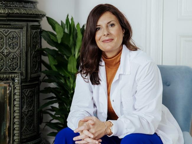 Johanna Gillbro har skrivit boken Hudbibeln, som ska hjälpa konsumenten att hitta rätt i skönhetsdjungeln.