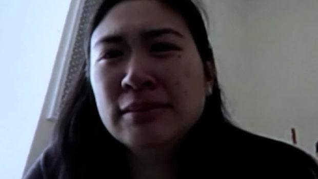 Julie vädjar i tårar: Låt min mamma kliva av fartyget