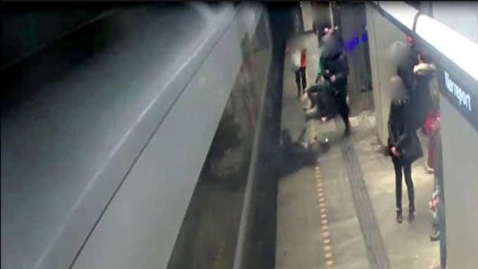 Här på Nørreport Station släpades kvinnan efter Öresundståget. Hennes pälskappa fastnade i dörrarna. Foto: Havarikommisionen