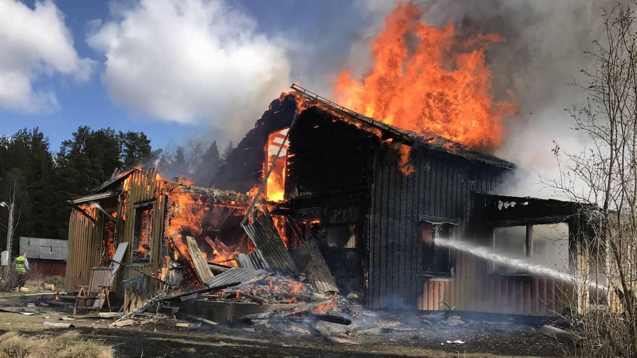 Fullt utvecklad brand i villa söder om Arvika