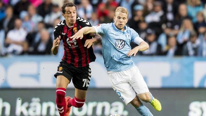 Oscar Lewicki i duell med Vardars Juan Felipe. Foto: PETTER ARVIDSON / BILDBYRÅN