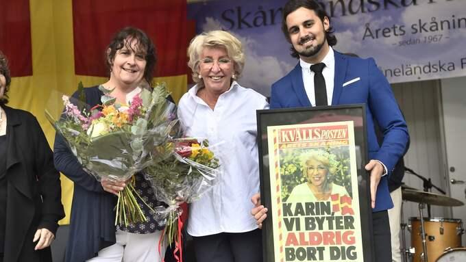 """""""Det känns fantastiskt"""", säger Karin Lasarow som här flankeras av Kvällspostens chefredaktör Katrin Säfström och redaktionschef Christer El-Mochantaf. Foto: Christian Örnberg"""