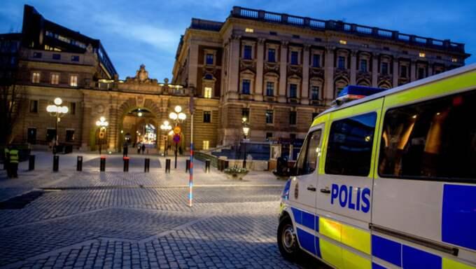 Enligt uppgifter till Expressen kan målet för attentaten vara regeringshögkvarteret Rosenbad. Foto: Alex Ljungdahl