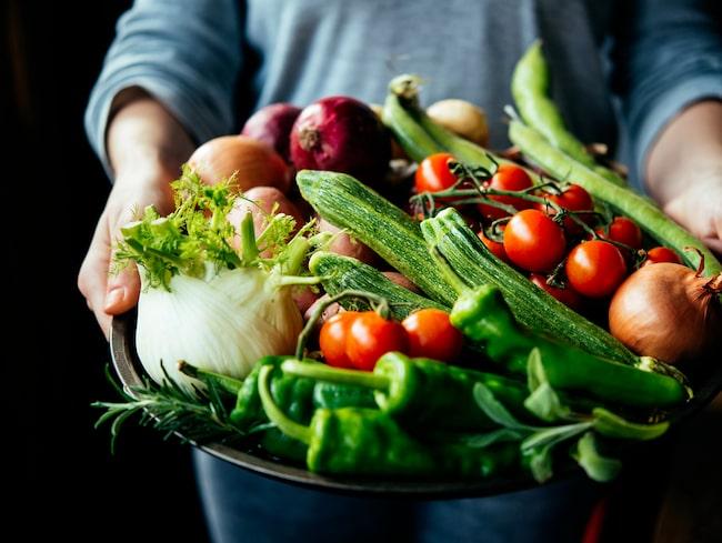 De flesta ungdomar äter för lite frukt och grönt och för mycket kött och chark.