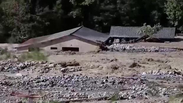 Två döda och flera saknade efter oväder