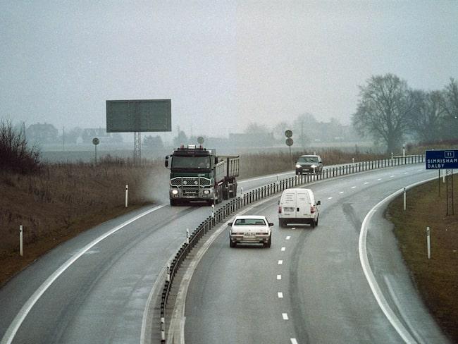 Att använda befintligt slitlager när vägar byggs om till 2+1-vägar är, enligt VTI, troligtvis olämpligt.