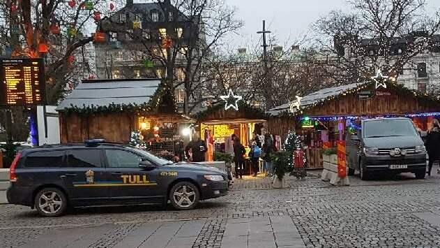 Tullen slog på måndagen till mot julmarknaden i Malmö. Foto: LÄSARBILD