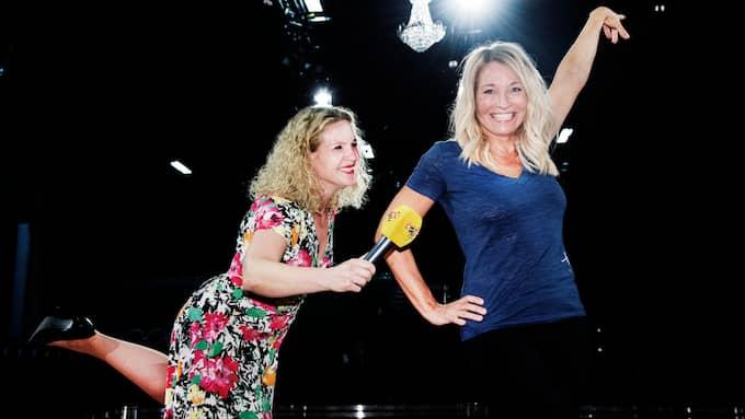 Let´s Dance-aktuella Martina Haag lär Expressens reporter Karin Sörbring hur man håller balansen i hög klack. Foto: OLLE SPORRONG