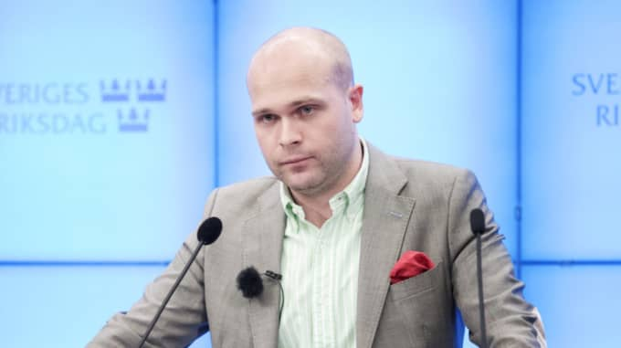 Efter järnrörsskandalen krävde Erik Almqvist partiet på pengar för att lämna Foto: Olle Sporrong