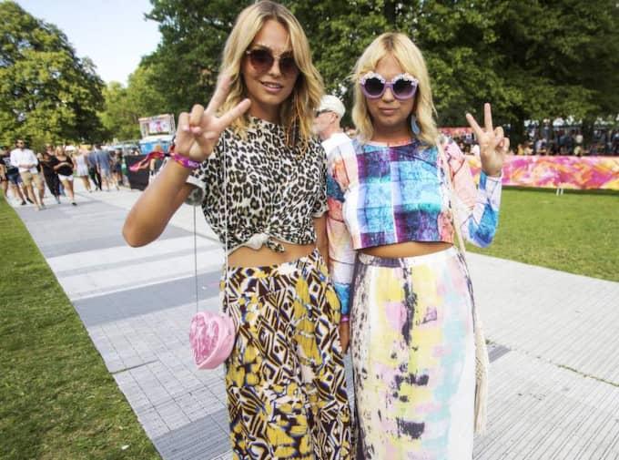 """Runda solglasögon, tops och långkjol. Systrarna Johanna, 20, och Josefine, 25, Ekman Nilsson, från Stockholm hade helrätta kläder. """"Det måste vara bekvämt först och främst"""", slår de fast. Foto: Henrik Jansson"""