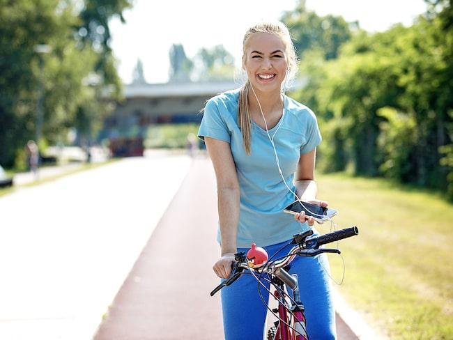 Det finns många hälsofördelar med att ta cykeln till jobbet.