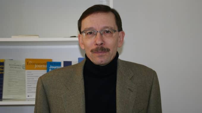 Arbetsmarknadsekonomiska rådets ordförande Lars Calmfors föreslår kraftigt sänkta löner - kring 15 000 kronor i månaden. Foto: Privat