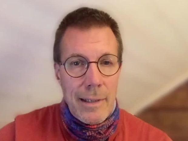 """Svenske professorn: """"Munskydd kommer minska smittspridningen"""""""
