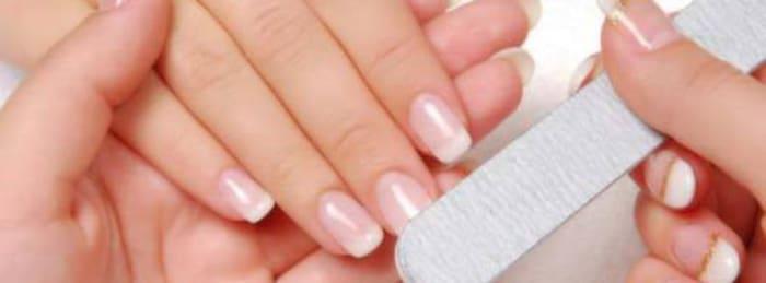Steg f?r steg: S? fixar du fina naglar hemma   Smink & make