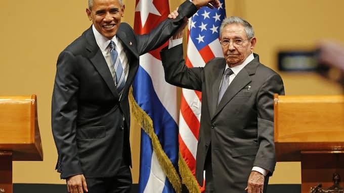USA:s dåvarande president Barack Obama möter sin kubanske kollega Raul Castro i mars 2016. Foto: AL DIAZ / ZUMAPRESS.COM ZUMA PRESS