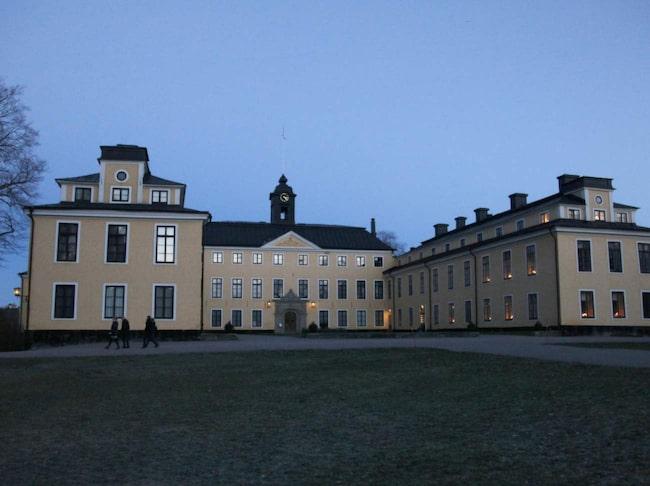 <span>Ulriksdals slott nås från Danderyds sjukhus.<br></span>