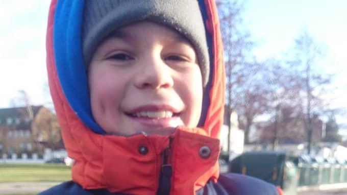 Elliot, 10, hittade granaten.