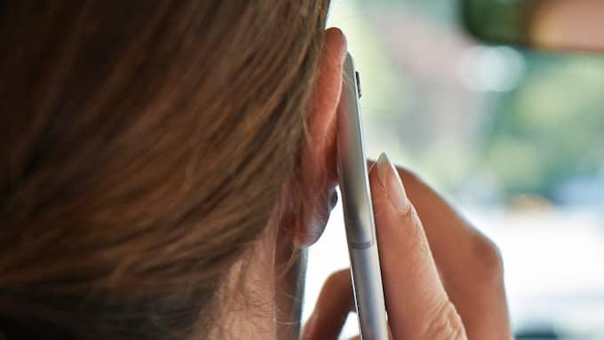 2018 blir det förbjudet att prata i mobiltelefon utan handsfree när man kör bil. Foto: HIGHWAYSTARZ / HIGHWAYSTARZ