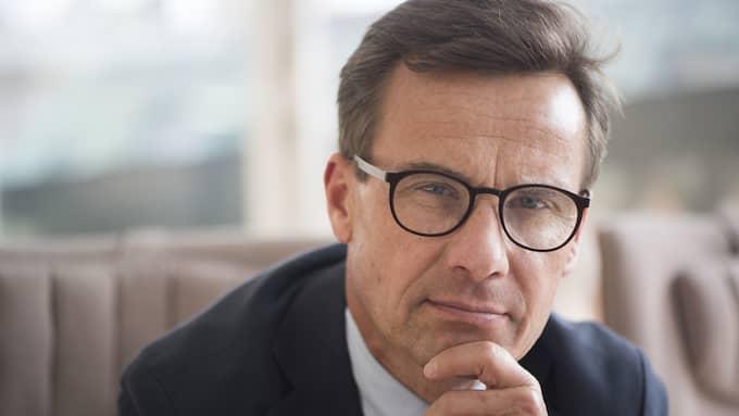 Ulf Kristersson meddelade på fredagen att han kandiderar till att bli Moderaternas nya partiledare. Relationen till Sverigedemokraterna har länge varit en stor fråga för partiet. Foto: FREDRIK SANDBERG/TT