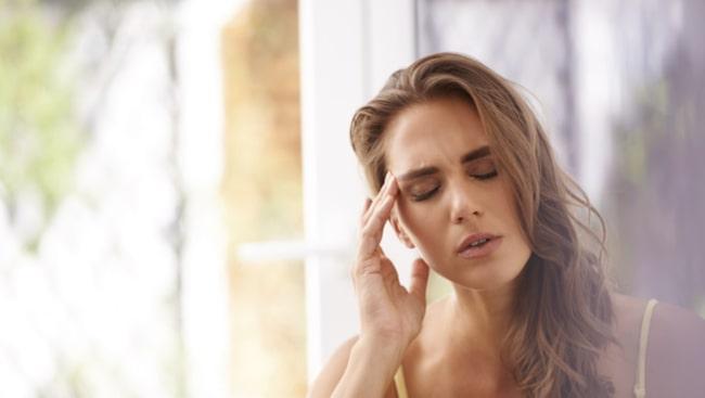 <span>När du är stressad under en längre tid säger kroppen till slut ifrån. Huvudvärk är en tidig signal.</span>