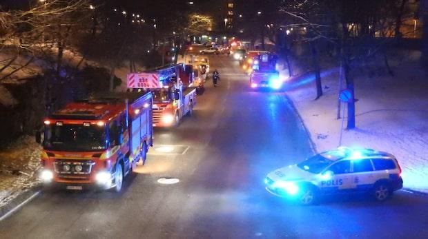 Tre till sjukhus efter brand i Husby