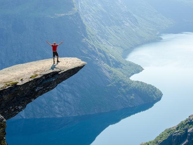 """""""En bra start på måndag morgon: Norge rankas som världens lyckligaste land i en ny rapport som uppmanar länder att skapa social tillit och jämlikhet, skriver utrikesminister Børge Brende på Twitter."""