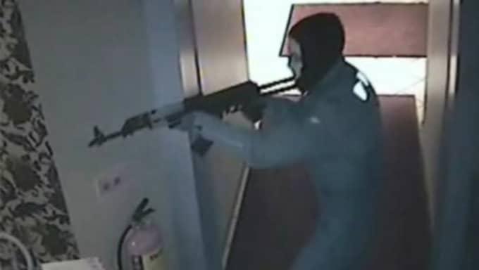 De var maskerade och tungt beväpnade. Foto: Polisen