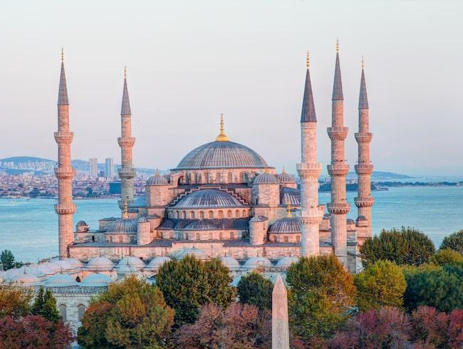 Sultanahmetmoskén kallas också Blå moskén, eftersom insidan är klädd i blått kakel.